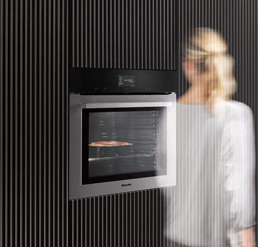 Miele 7000 einbaugeraete person